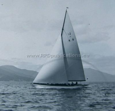 """12_metre_class_yacht_""""Zelita""""_on_the_Clyde_circa_1935..jpg"""