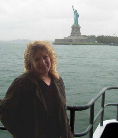 565-Rose_ferry_Statue_of_Liberty.jpg